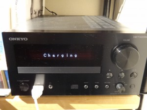 CR-N755にてiPod,iPhone充電中のディスプレイ「Charging」電源OFF時でも点灯状態(充電状態)