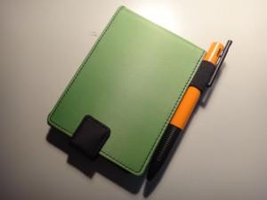 私が購入したモデルはキングジム ショットノート専用カバー 緑 Sサイズ (メモパッド付き) 9100Cミト