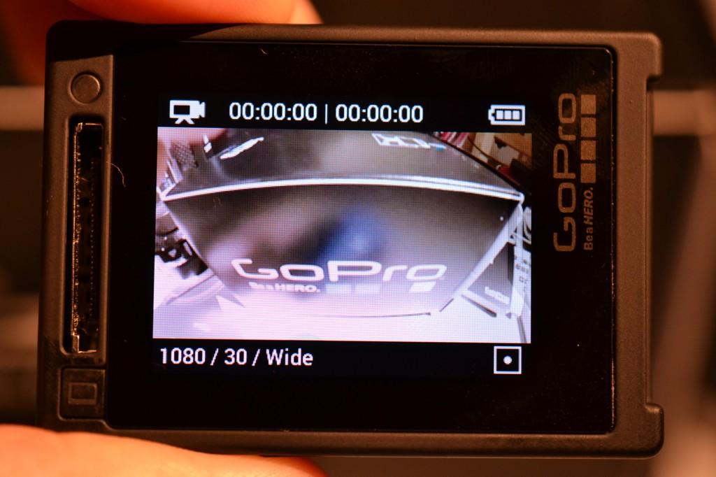 小さな本体背面に、液晶を完備したGoPro