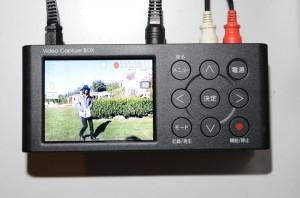付属のモニタで映像確認しながら、録画できます。
