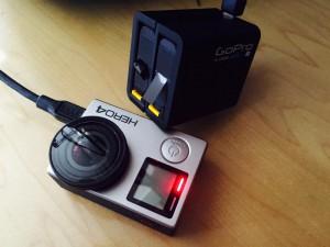 GoProバッテリー3個同時充電開始。