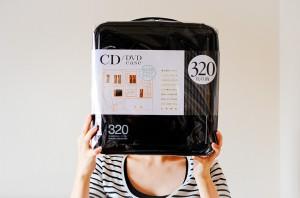 妻とELECOM CCD-H320。大きなケースにCDをまとめて収納してみます。