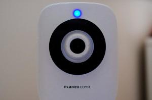 カメラとWiFiルータが接続完了すれば、カメラのステータスランプが青色になります。