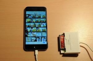 カメラとiPhoneをLightning - USBカメラアダプタで接続。