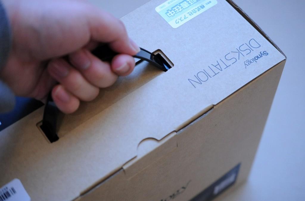 買ってきました。とって付きのケース。個人的にこのみの箱デザイン。