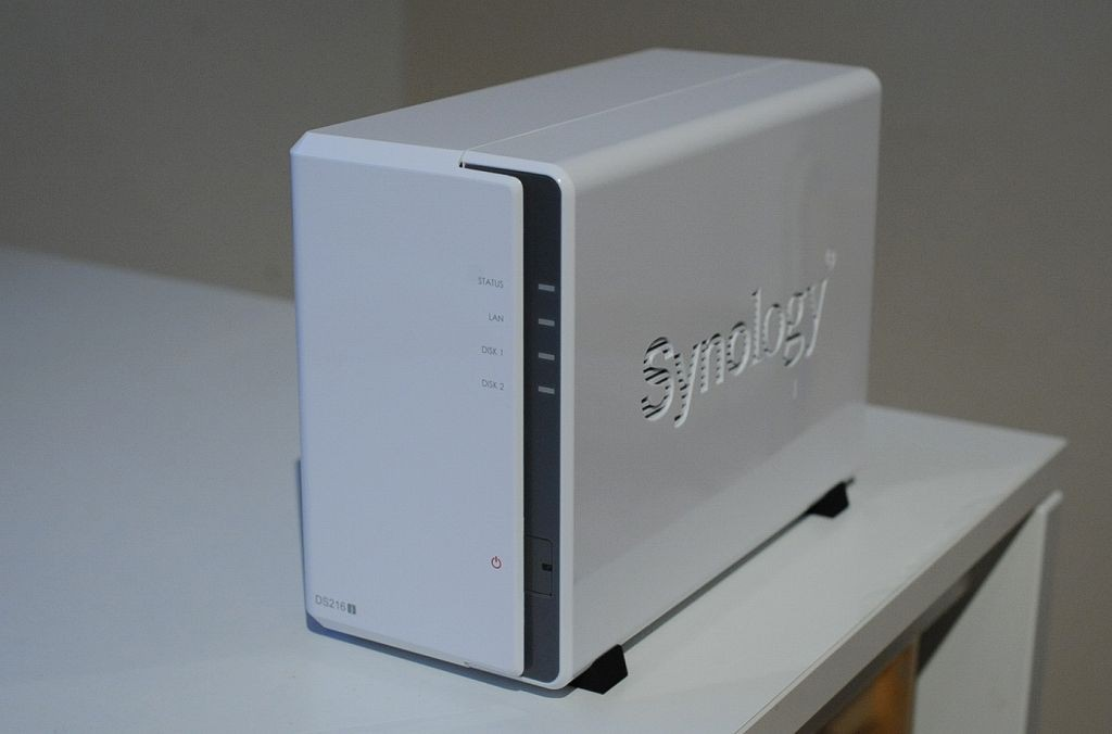 Synology DiskStation DS216j開封 - 外観・デザイン写真