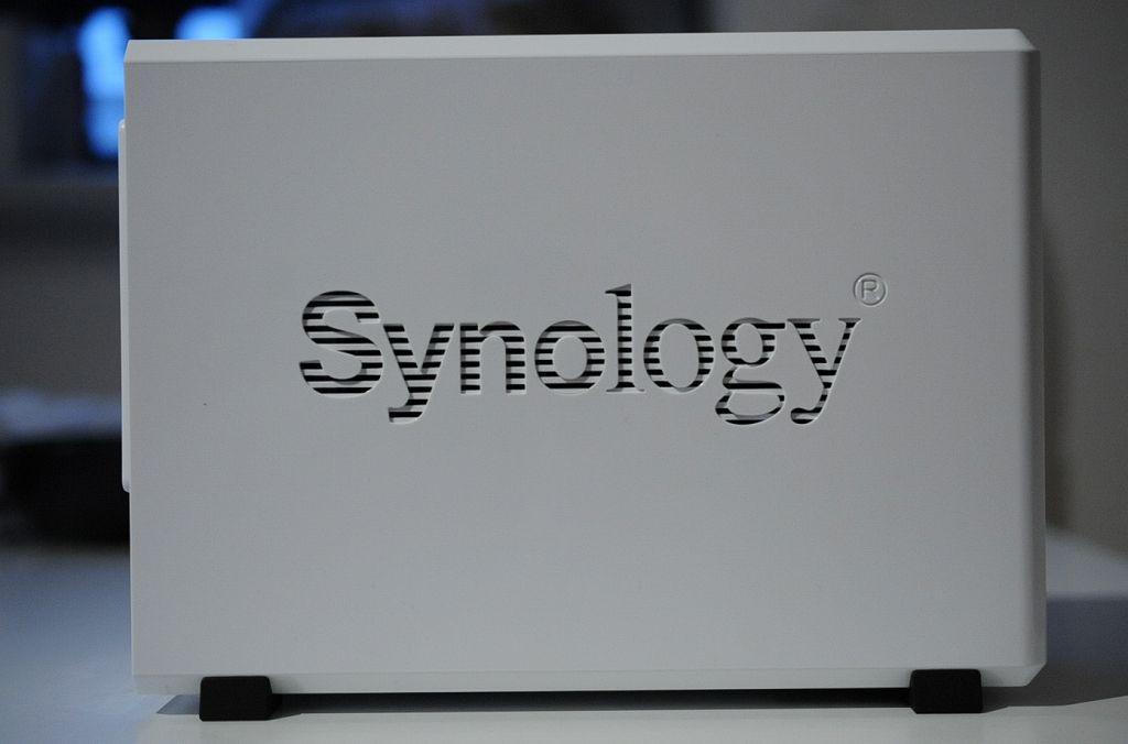 Synology DiskStation DS216j横からの外観。美しいです。
