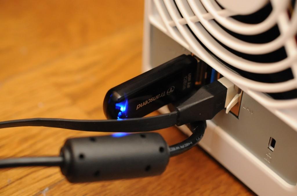 Transcend USBメモリUSB 3.0をDS216jに差し込みます。