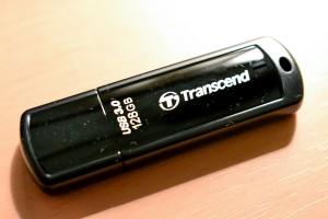 【Amazon.co.jp限定】 Transcend USBメモリ 64GB USB 3.0 キャップ式 ブラック (無期限保証) TS64GJF700E