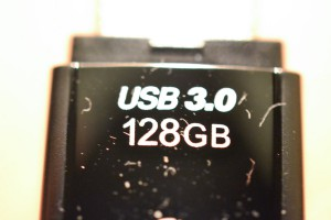 Transcend USBメモリ 128GB USB 3.0 キャップ式 ブラック (無期限保証) TS64GJF700E