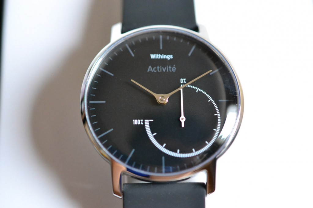 Withings Activite Steel Black HWA01は、見やすいアナログ式スマートウォッチです。
