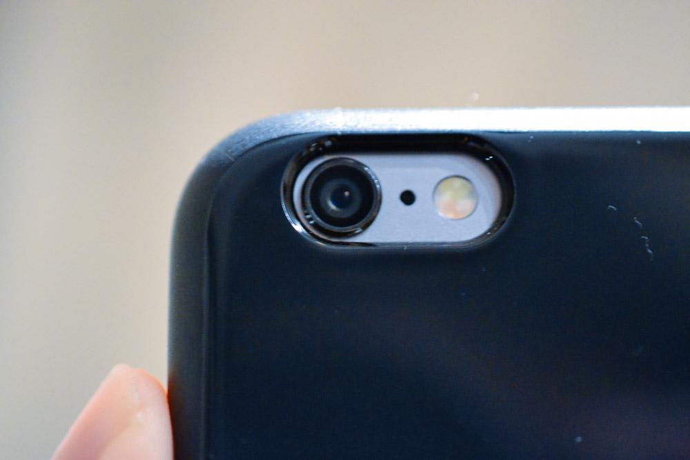カメラを装着するとこんな感じです。