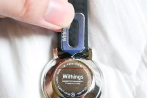 Withings Activite Steel背面にあるこのポッチを...